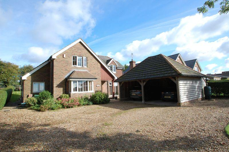 4 Bedrooms Detached House for sale in Bridle Path, Horndean, Hampshire