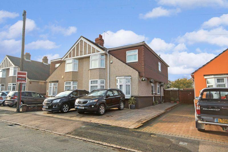 4 Bedrooms Semi Detached House for sale in Heathclose Avenue, West Dartford