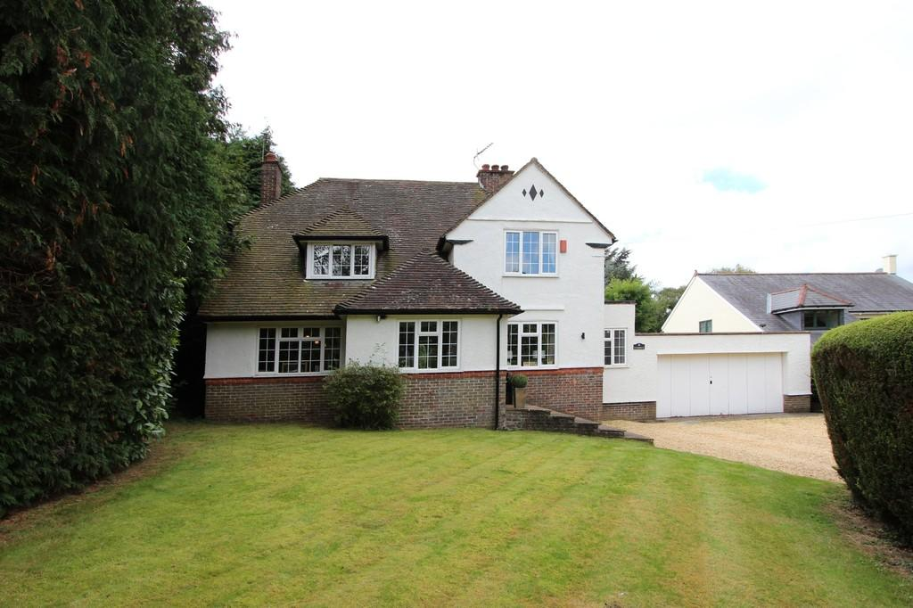 4 Bedrooms Detached House for sale in Forest Drive, Kingswood