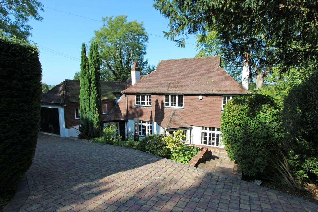 4 Bedrooms Detached House for sale in Walpole Avenue, Chipstead