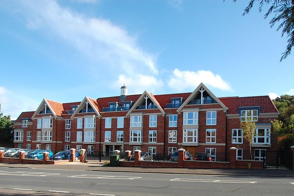 2 Bedrooms Apartment Flat for sale in Holt Road , Cromer