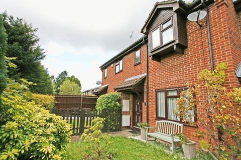3 bedroom terraced house for sale - Langtons Meadow, Farnham Common, Buckinghamshire SL2