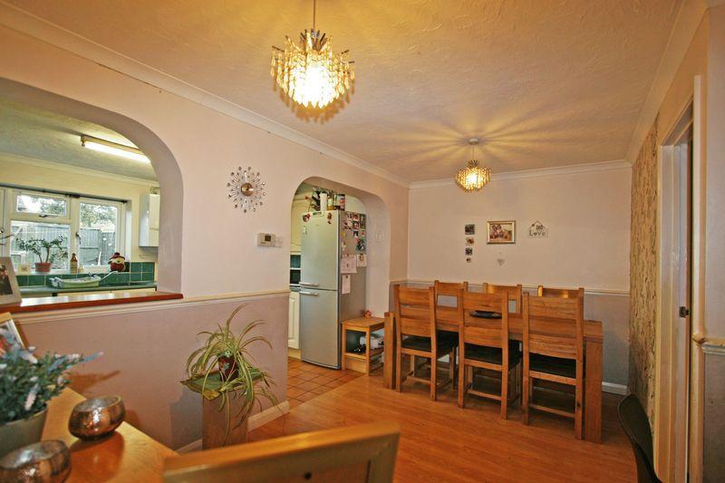 3 Bedrooms Terraced House for sale in Langtons Meadow, Farnham Common, Buckinghamshire SL2