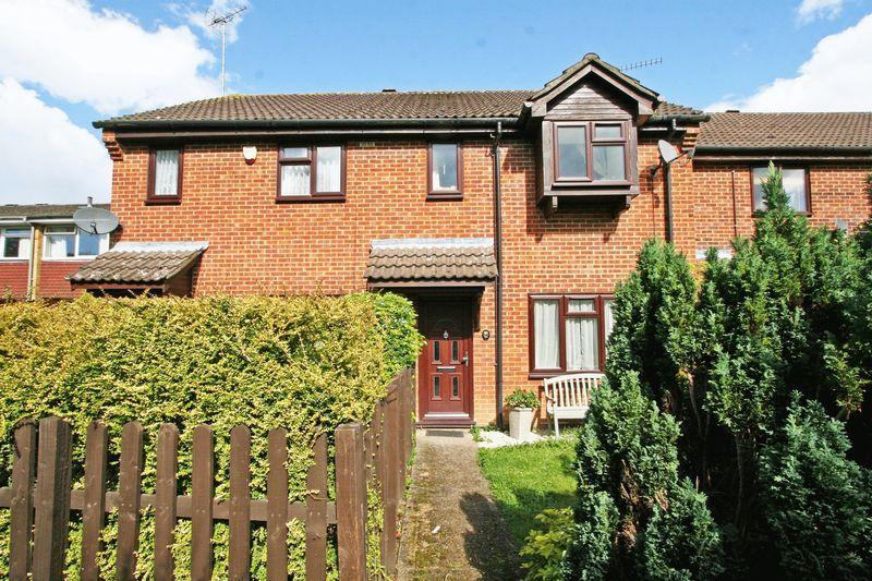 3 Bedrooms Terraced House for sale in Langtons Meadow, Farnham Common, Bucks SL2