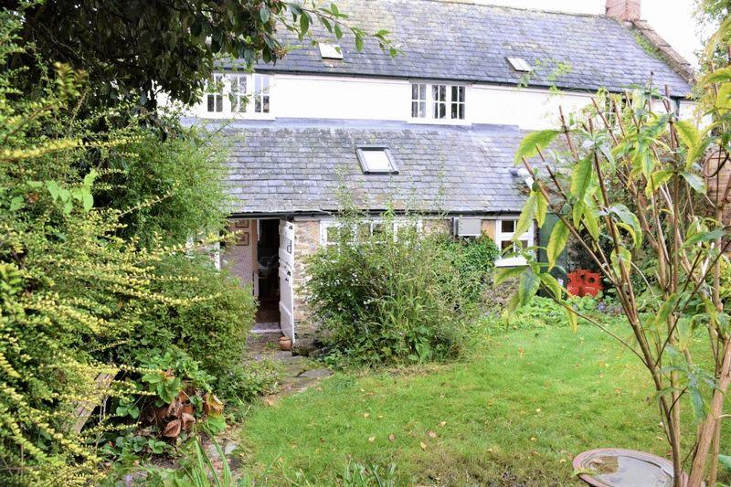 2 Bedrooms Cottage House for sale in PRETTY PERIOD COTTAGE - HIGH STREET, CORSCOMBE