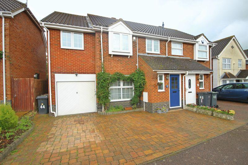 4 Bedrooms Semi Detached House for sale in Broadacres, Bushmead, Luton