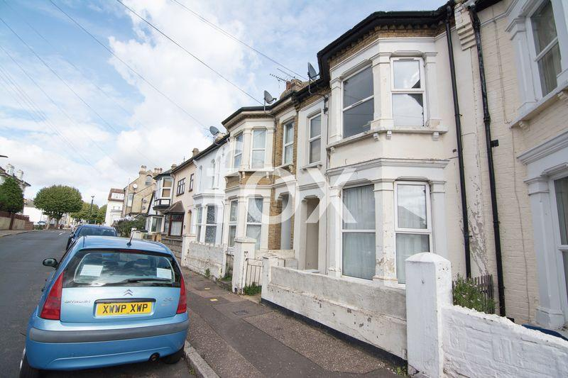 2 Bedrooms Apartment Flat for sale in Albert Road, Southend-On-Sea