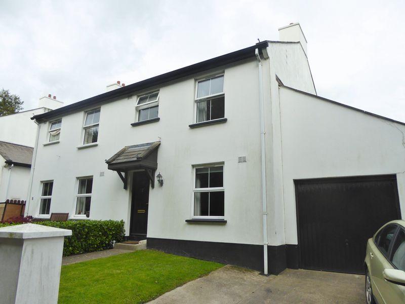 3 Bedrooms Semi Detached House for sale in 4 Ballacubbon Close, Ballabeg
