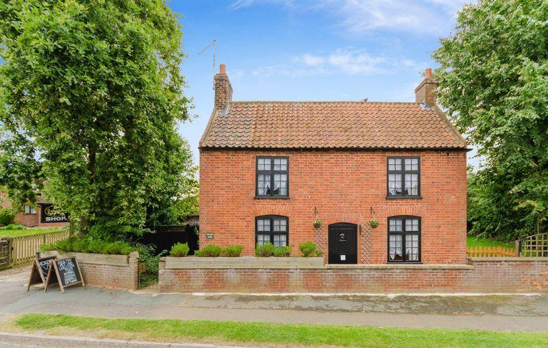 2 Bedrooms Cottage House for sale in Hagworthingham - incl. large barn currently used as shop, outbuildings 2.02 acres