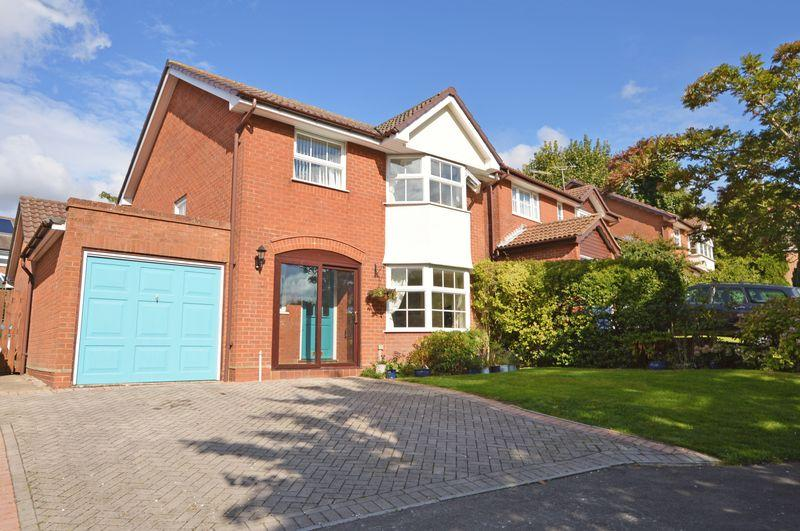 4 Bedrooms Detached House for sale in Racecourse area, Alton