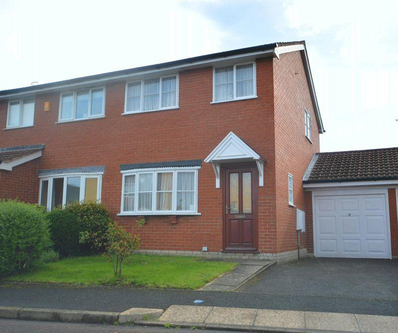 3 Bedrooms Semi Detached House for sale in Madeley Close, Wirral