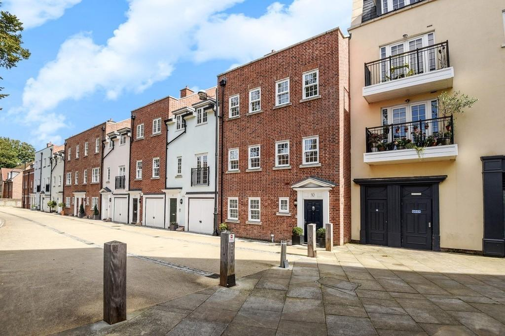 4 Bedrooms Town House for sale in Lower Walls Walk, Chichester