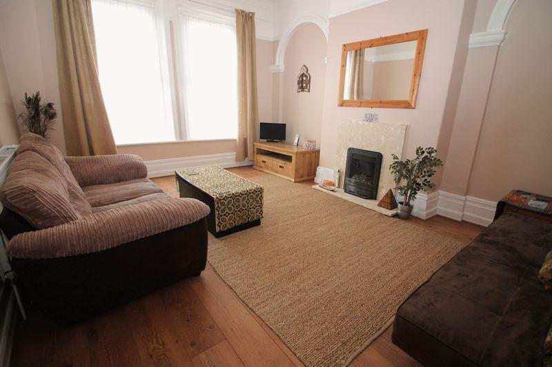 2 Bedrooms Flat for sale in Borough Road, Prenton