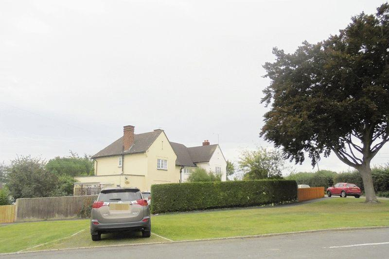 3 Bedrooms Semi Detached House for sale in Moat Bank, Longdon
