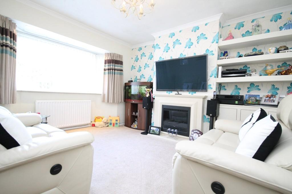 2 Bedrooms Semi Detached Bungalow for sale in Upper Boundstone Lane, Lancing, BN15