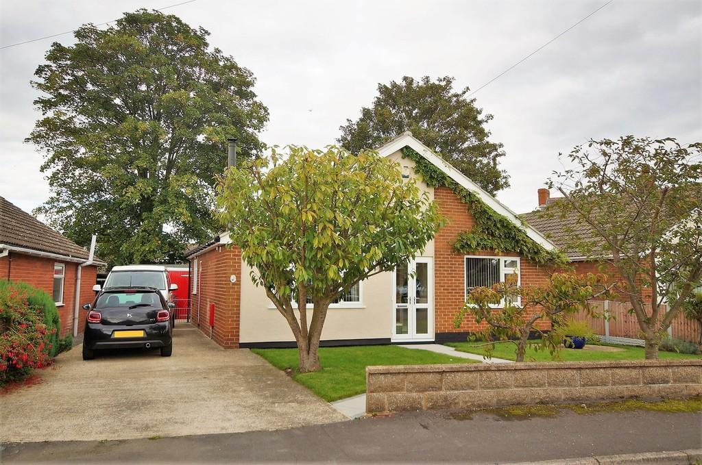 3 Bedrooms Detached Bungalow for sale in The Close, Sturton By Stow
