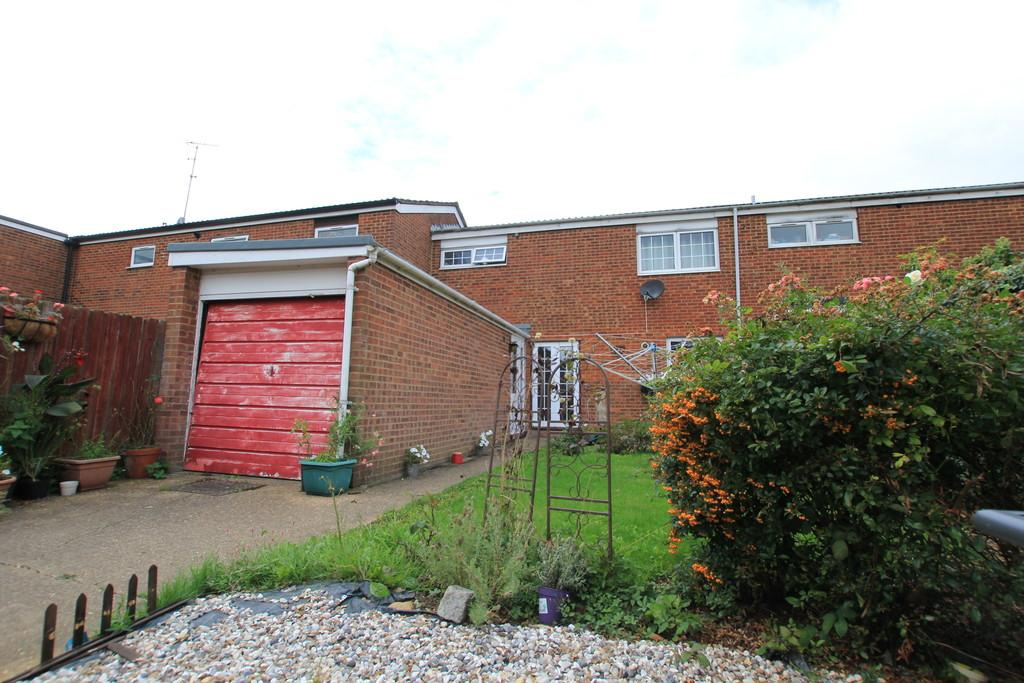 3 Bedrooms Terraced House for sale in Skegness Road, Stevenage