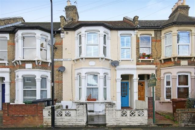 2 Bedrooms Flat for sale in Albert Road, Leyton