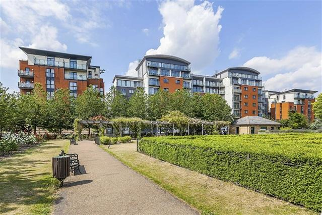 2 Bedrooms Flat for sale in Mcfadden Court, Leyton