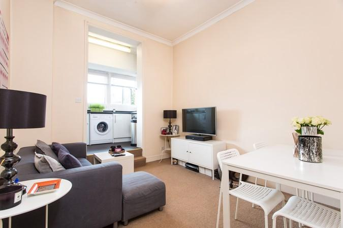 2 Bedrooms Flat for sale in 128 Greyhound Road, Hammersmith