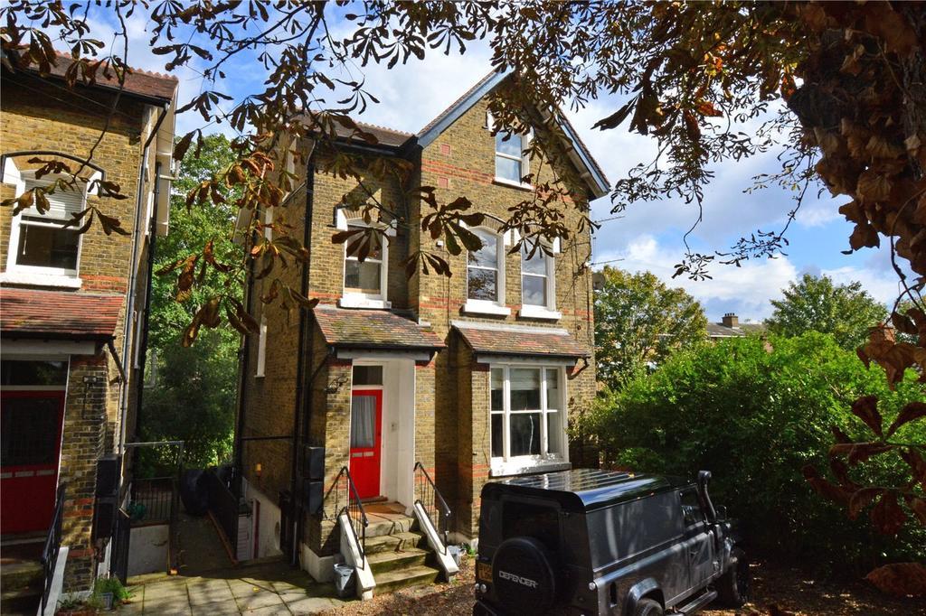 2 Bedrooms Flat for sale in Dacre Gardens, Brandram Road, Lewisham, London, SE13