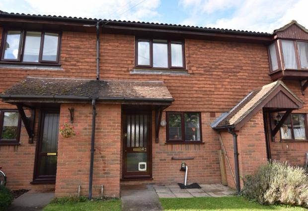 2 Bedrooms Terraced House for sale in Lintons Lane, Epsom, KT17