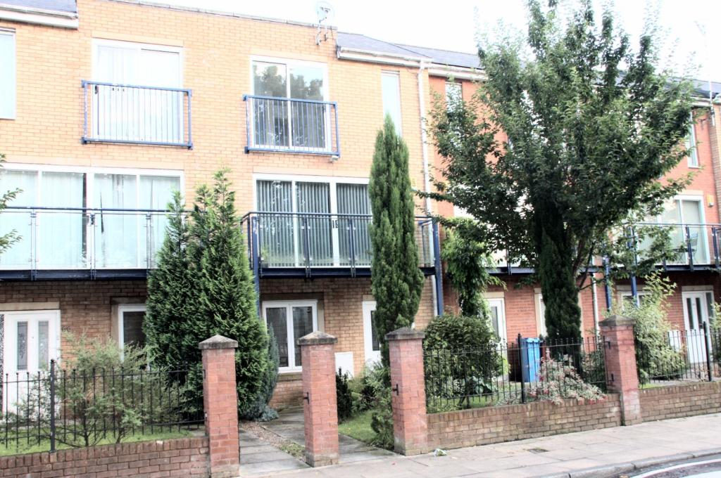 3 Bedrooms Town House for rent in Jackson Crescent, Hulme, Manchester, M15