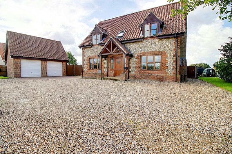 4 Bedrooms Detached House for sale in Swaffham Road, Wendling, Dereham