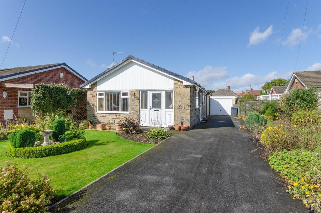 3 Bedrooms Bungalow for sale in Meadowfields Close, Easingwold