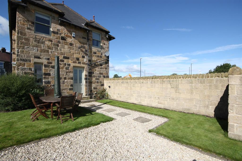 4 Bedrooms Detached House for sale in Main Street, Pool In Wharfedale