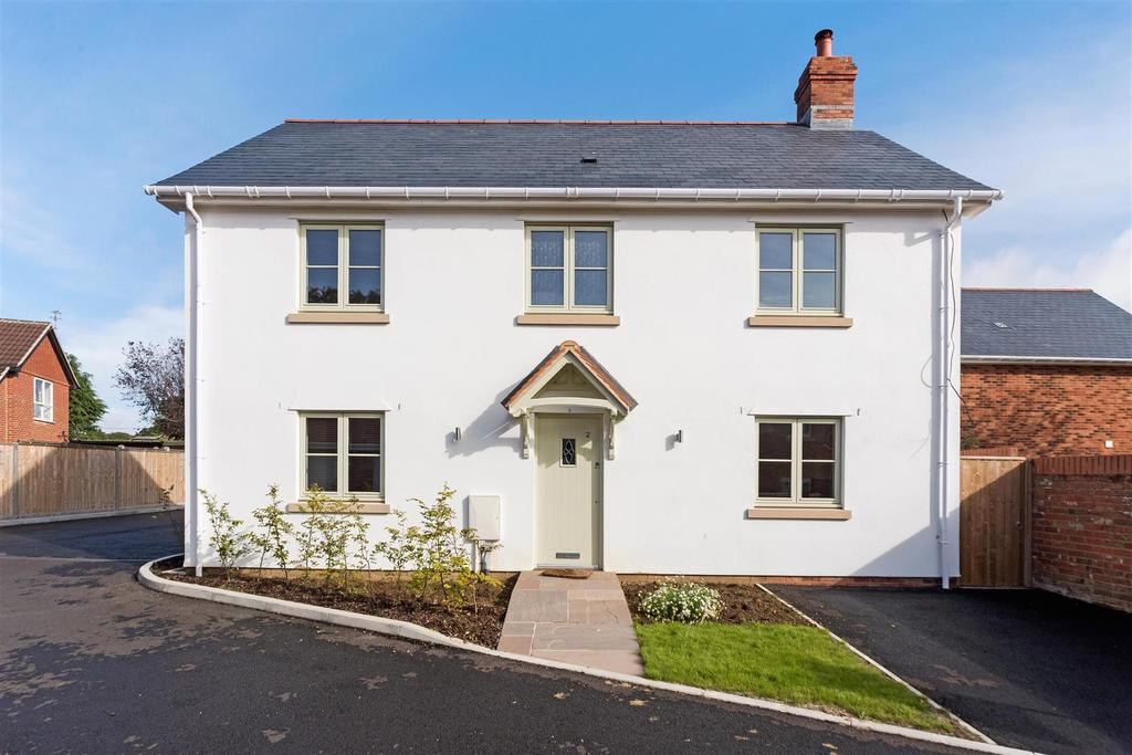 4 Bedrooms Detached House for sale in High Street, Netheravon