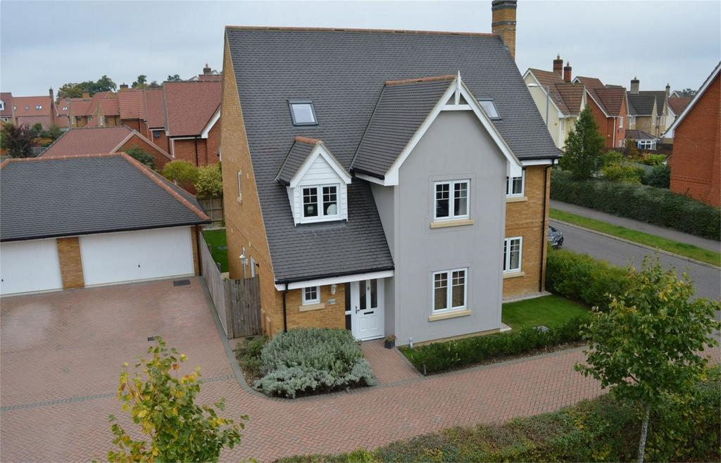 6 Bedrooms Detached House for sale in 103 Woodlands Park Drive, Great Dunmow