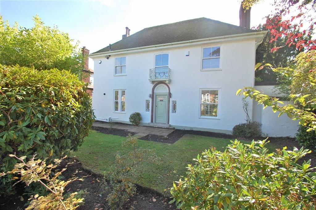 3 Bedrooms Detached House for sale in Southern Crescent, Bramhall, Cheshire
