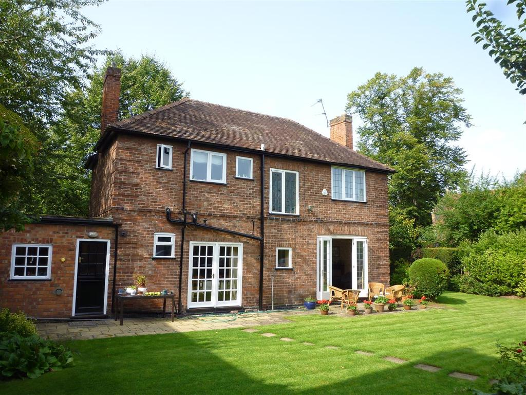 4 Bedrooms Detached House for sale in Clifton, York, YO30 6AW