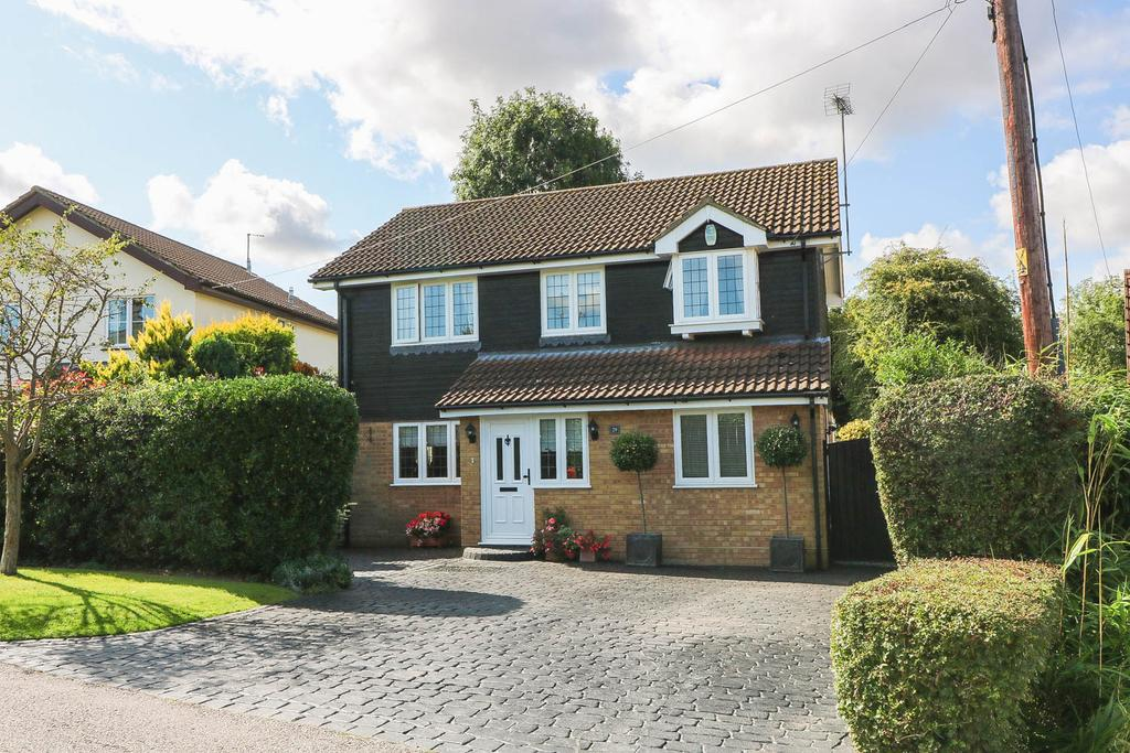4 Bedrooms Detached House for sale in West Park Crescent, Billericay CM12
