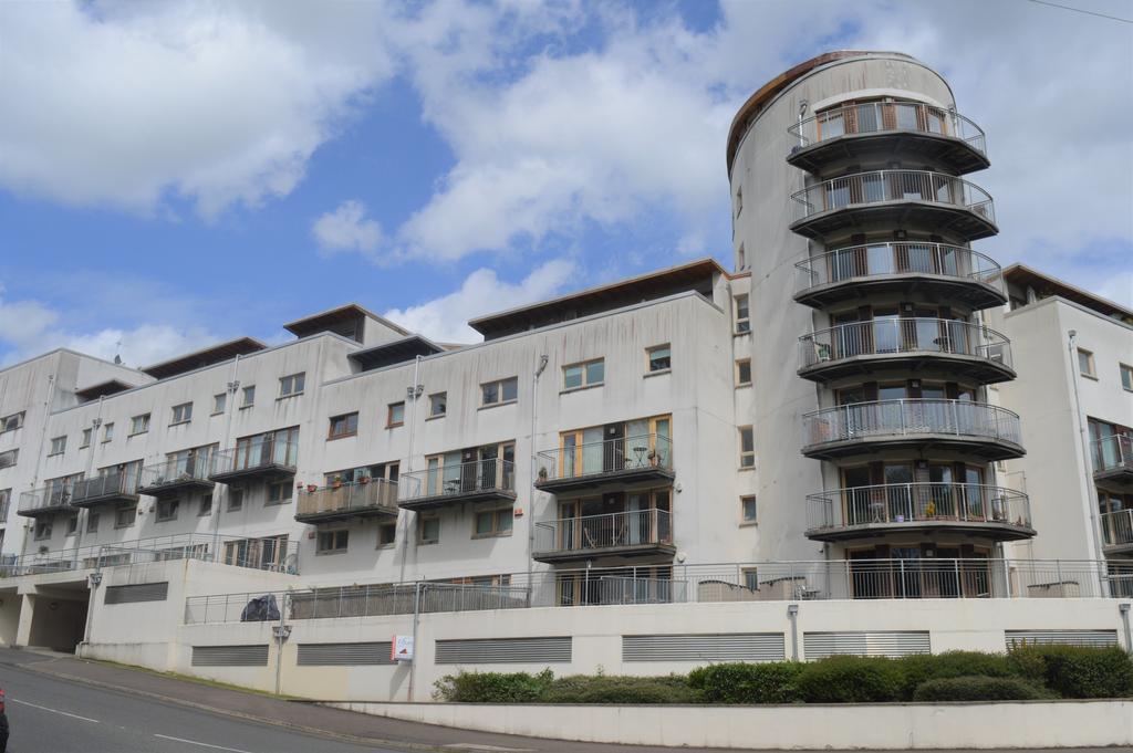 2 Bedrooms Flat for sale in 2/2 26 Lochburn Gate, Glasgow G20