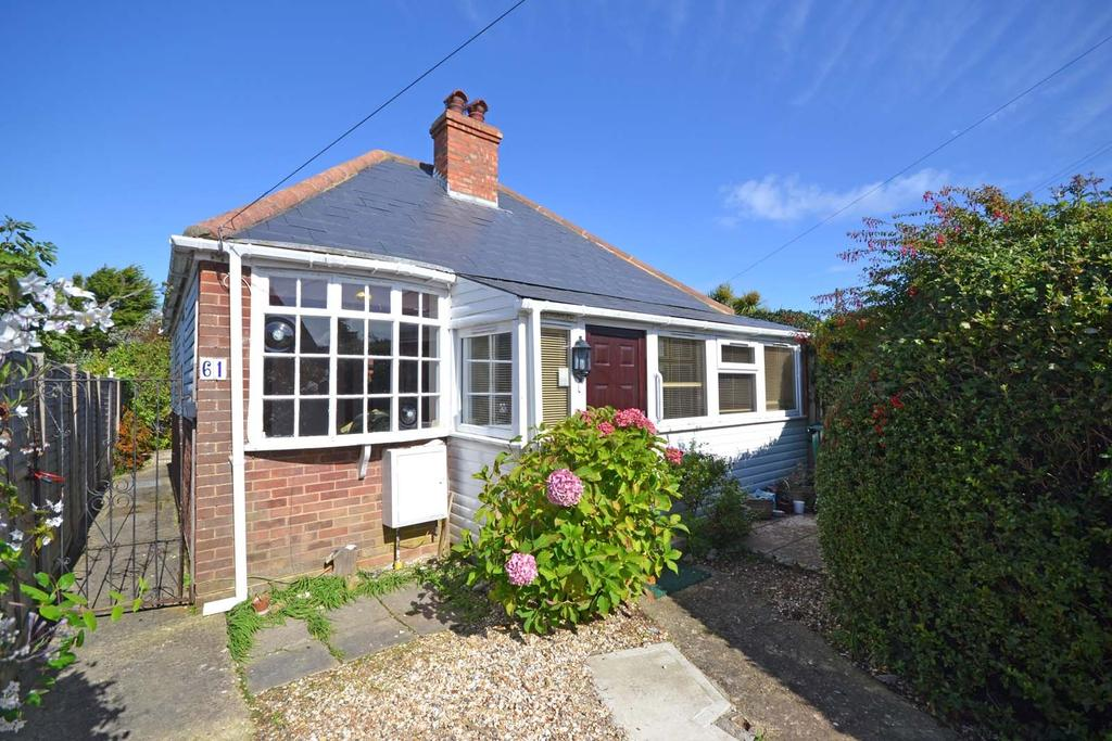 2 Bedrooms Detached Bungalow for sale in Crablands Close, Selsey, PO20