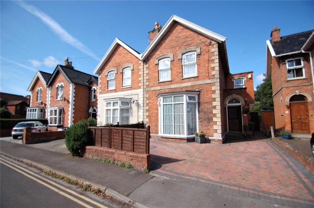 4 Bedrooms Semi Detached House for sale in Alexandra Road, Bridgwater, Somerset, TA6