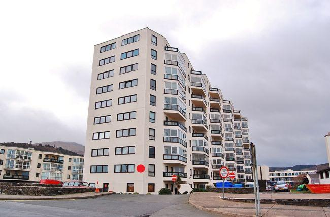 3 Bedrooms Apartment Flat for sale in Kings Court, Ramsey, IM8 1LJ
