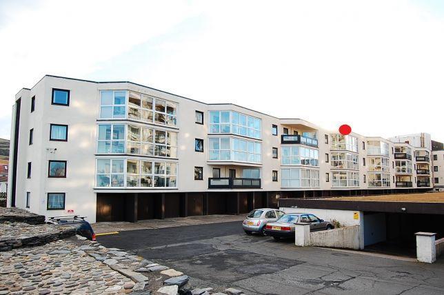 2 Bedrooms Apartment Flat for sale in Queens Court, Ramsey, IM8 1LF
