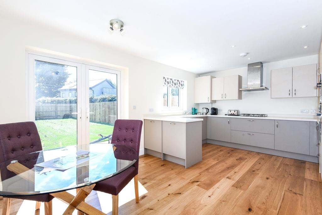 3 Bedrooms Semi Detached House for sale in Bound Lane, Hayling Island, PO11