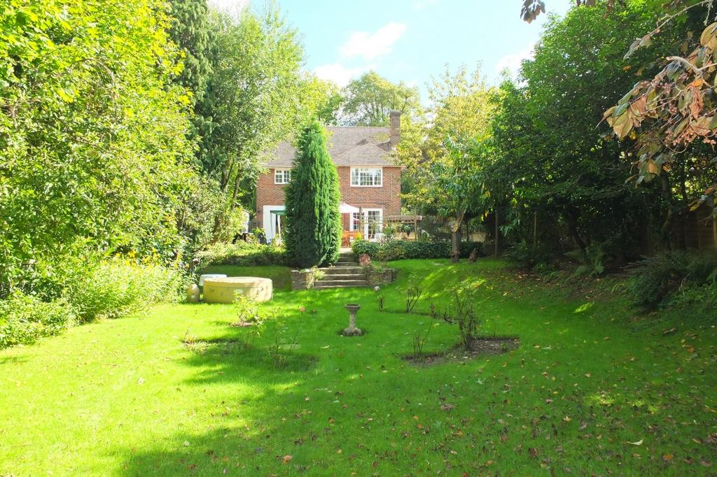 4 Bedrooms House for sale in Paddockhall Road, Haywards Heath, RH16