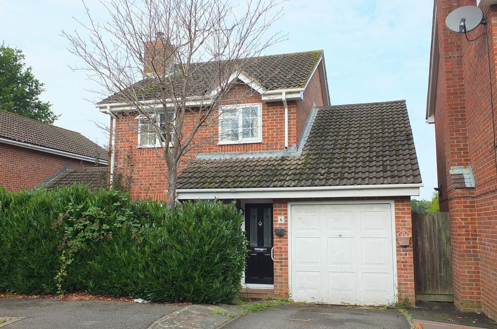 3 Bedrooms House for sale in Catkin Way, Haywards Heath, RH16
