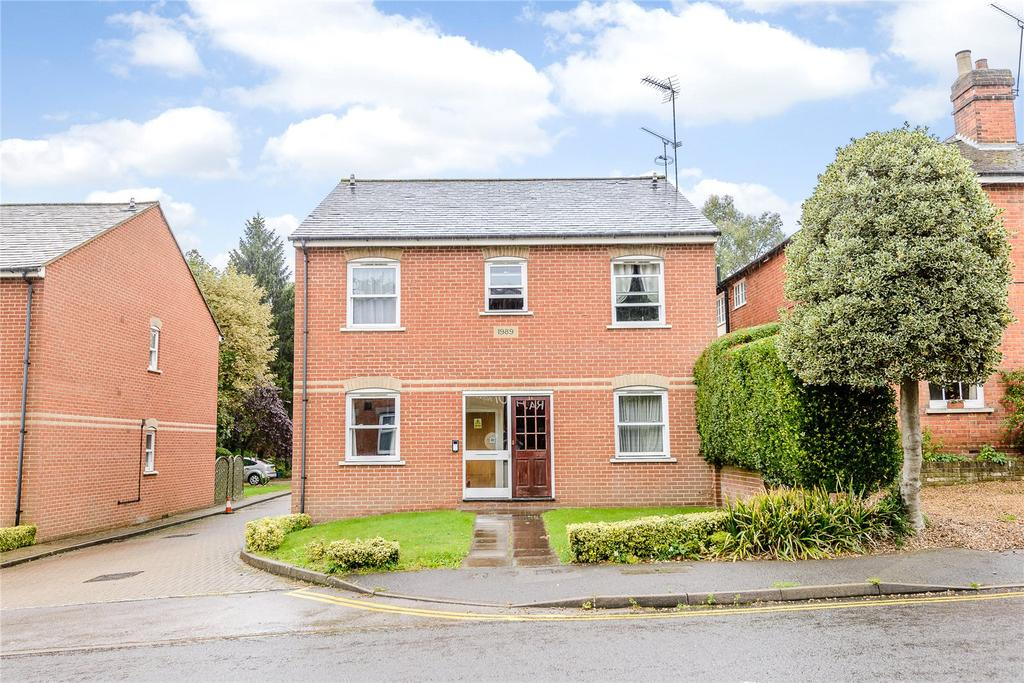 1 Bedroom Flat for sale in Updown Hill, Windlesham, Surrey