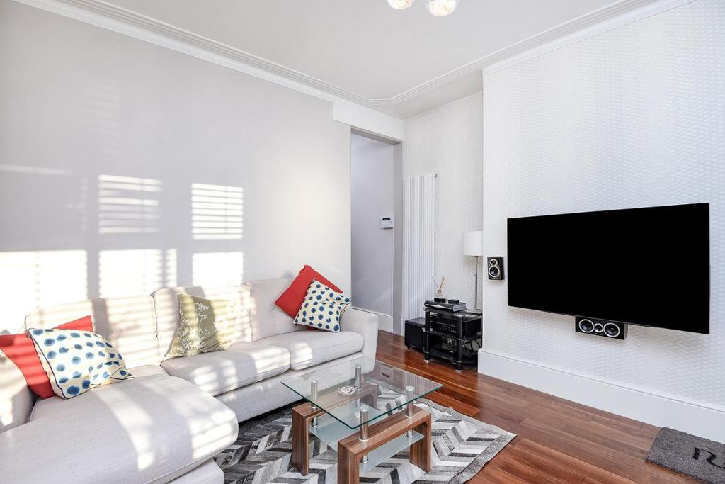 2 Bedrooms Maisonette Flat for sale in High Road, North Finchley