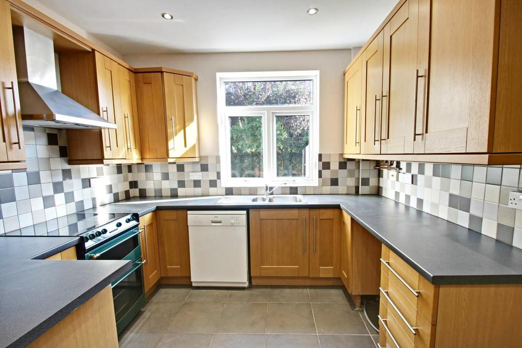 3 Bedrooms Detached House for sale in Manvers Road, West Bridgford, Nottinghamshire