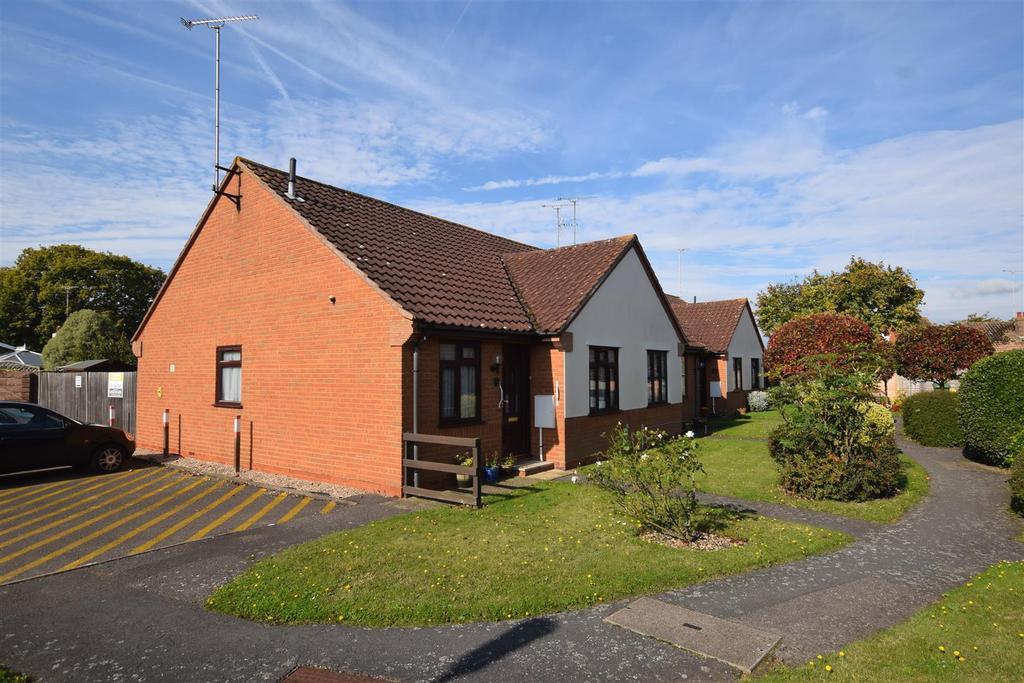 2 Bedrooms Bungalow for sale in Crescent Road, Heybridge,