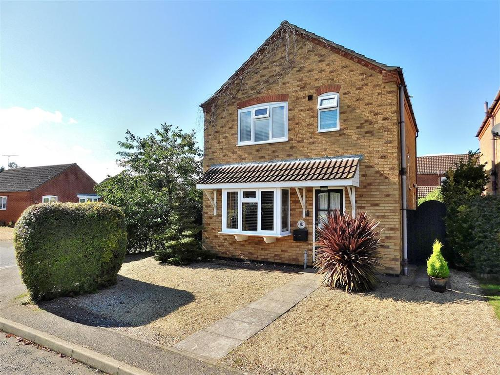 3 Bedrooms Detached House for sale in Kerrich Close, Dersingham, King's Lynn