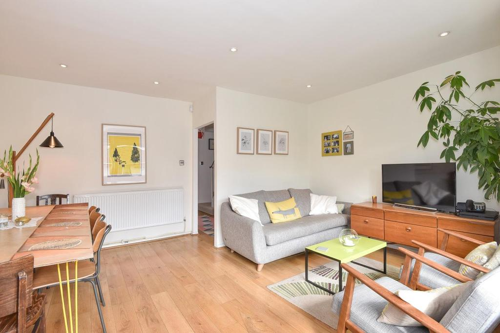 3 Bedrooms Flat for sale in Maddock Way, Walworth