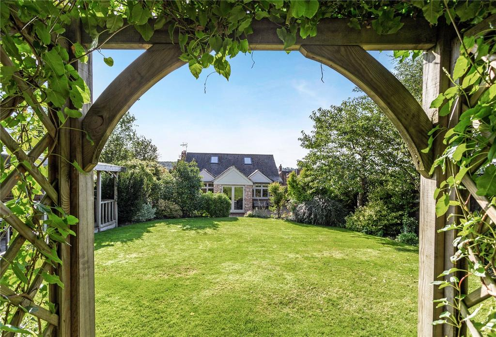 2 Bedrooms Detached Bungalow for sale in Chandlers Yard, High Street, Marlborough, Wiltshire